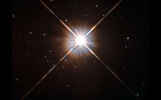 天文学者は、太陽に最も近い星を一周する第二世界のきらめきを見る