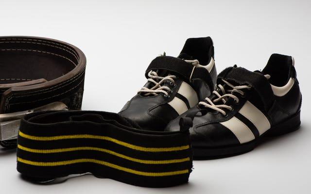 ウェイトを持ち上げるときに履く靴