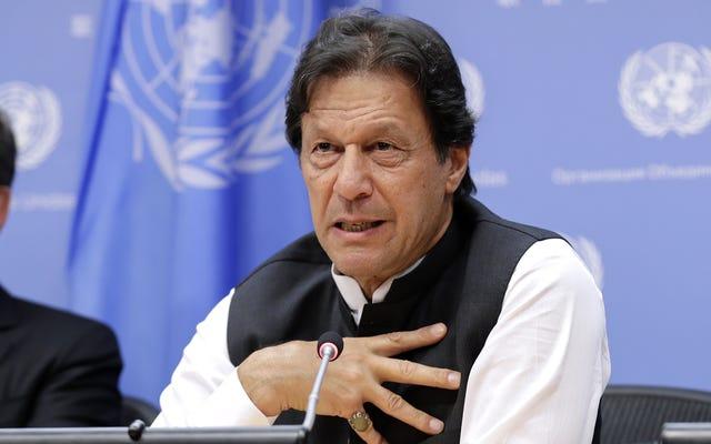Imran Khan erklärt, dass das Geld, das im Offshore-Steuerparadies gespart wurde, dazu diente, den pakistanischen Menschen ein großes Geschenk zu kaufen