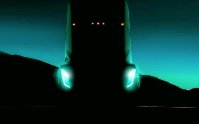 นี่อาจเป็นภาพแรกของเราที่รถยนต์กึ่งไฟฟ้าทั้งหมดของเทสลา