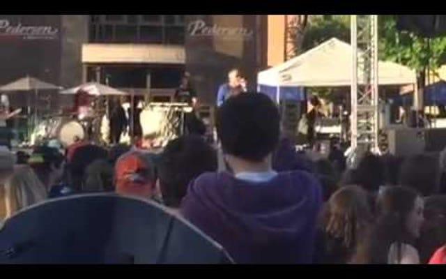 Smash Mouth Singer Flips Shit; バンドはただ「オールスター」をプレイしたい