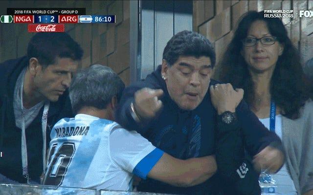 """Diego Maradona explica su salvaje comportamiento mundialista: """"Me duele mucho el cuello"""""""