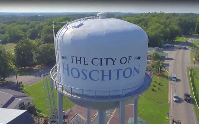 El alcalde de Georgia dice que la ciudad 'no está lista' para los empleados negros. El concejal está de acuerdo, citando la postura de Jesús contra la mezcla de razas