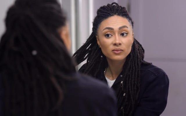 Bir Saç Ürünü İstifçisini İzleyin, Koleksiyonunu Boyutunun Bir Kısmına Kesti