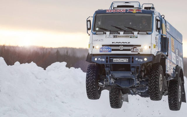 Dai un'occhiata più da vicino a come prende aria un camion da 23.000 libbre