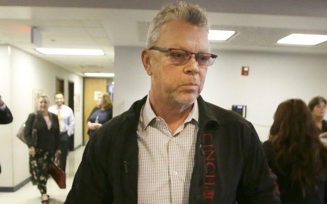 Отцу подростка из группы Affluenza предъявлено обвинение в выдаче себя за полицейского