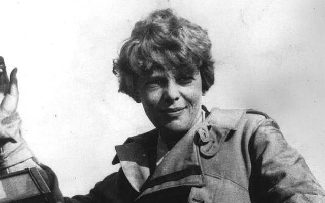 La théorie d'aujourd'hui sur la mort d'Amelia Earhart implique des crabes géants