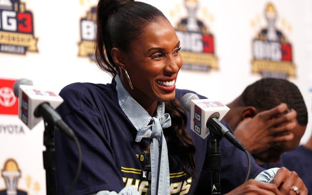 Lisa Leslie, Los Angeles'taki Staples Center Dışında Heykel Alan İlk Kadın Sporcu Olacak