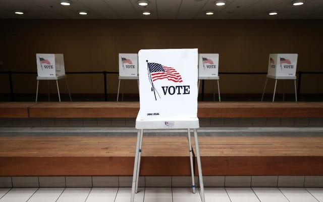 テキサス州最高裁判所は、選挙の10万日以上前に投票用紙を削除するという共和党グループの要求を拒否しました