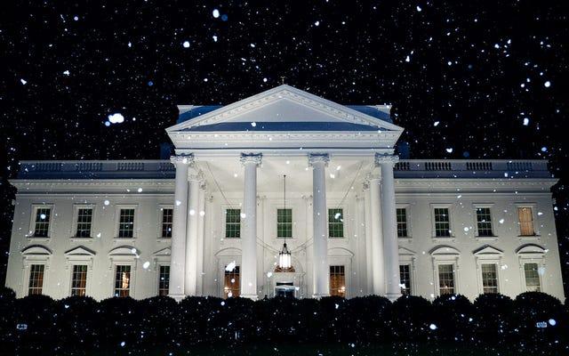 """La Casa Bianca twitta la """"prima neve dell'anno"""" lo stesso giorno in cui raggiunge i 70 gradi a Washington DC"""