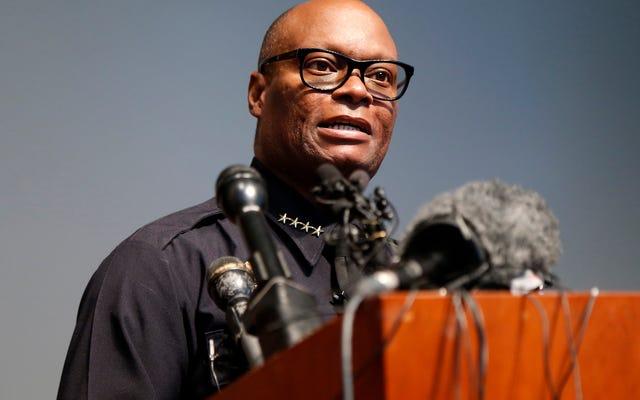 El jefe de policía de Dallas que lideró la fuerza a través de una emboscada de francotiradores anuncia su retiro