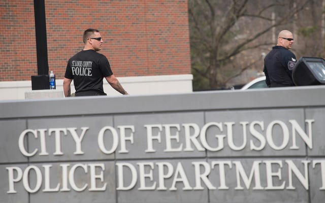 Ferguson đang thề với cảnh sát trưởng da đen đầu tiên của nó