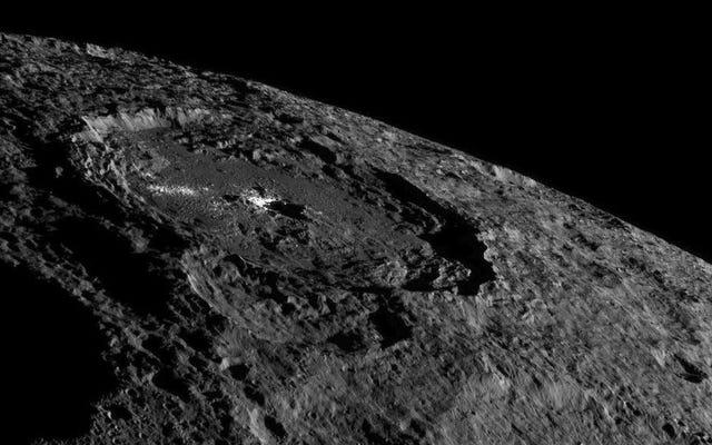 NASAのドーンプローブはセレスのいくつかの見事な新しい画像を送信しました