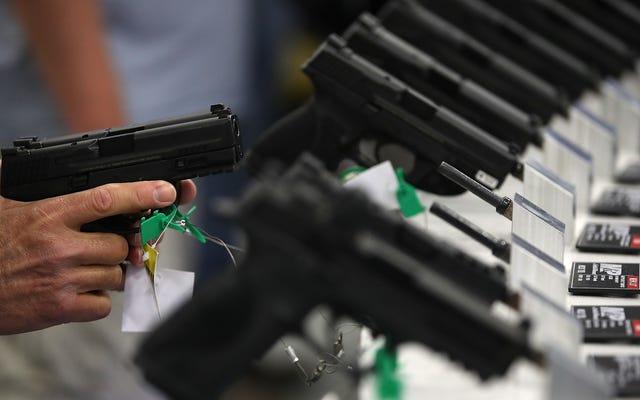 Un estudio encuentra que cuanto más estrictas son las leyes estatales sobre armas, menos niños mueren a causa de las armas