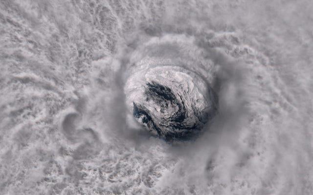Come monitorare gli uragani come un vero fanatico del tempo