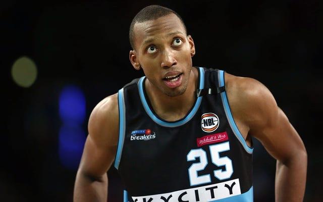 バスケットボール選手の目が本当にひどい怪我でソケットから飛び出します[グラフィック]