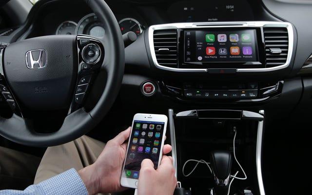 जब आप ड्राइविंग कर रहे हों तो सरकार आपके स्मार्टफोन को अपंग करना चाहती है