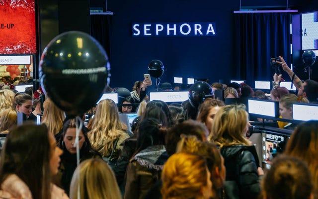 ร้านค้า Sephora ปิดตัวลงเพื่อฝึกอบรมความหลากหลายหลังจาก SZA ได้รับการทำโปรไฟล์