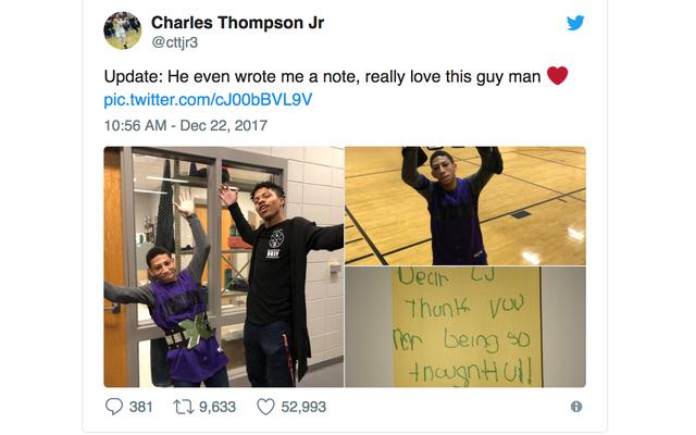 高校バスケットボール選手の特別支援クラスメートへの壮大なクリスマスプレゼントが口コミで広まる
