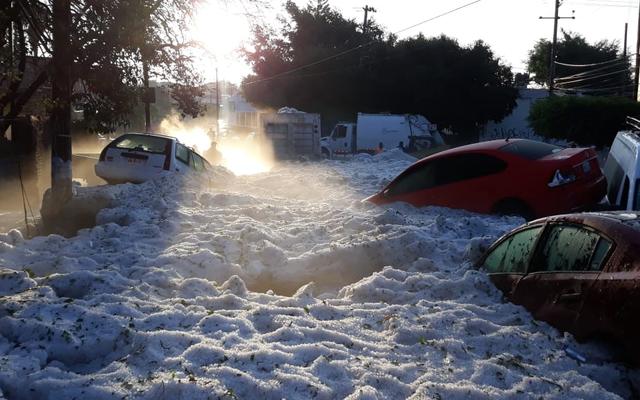 Kota Meksiko ini berubah dari suhu 31 derajat menjadi fajar terkubur dalam es setelah badai besar