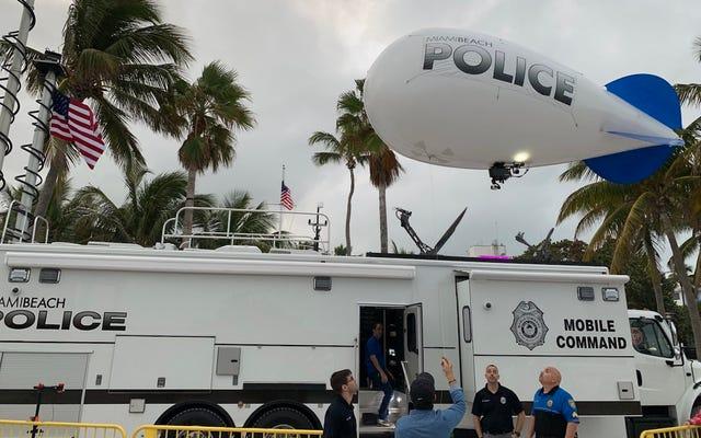 I poliziotti di Miami Beach usano il dirigibile legato alla sorveglianza per aggirare il divieto dei droni