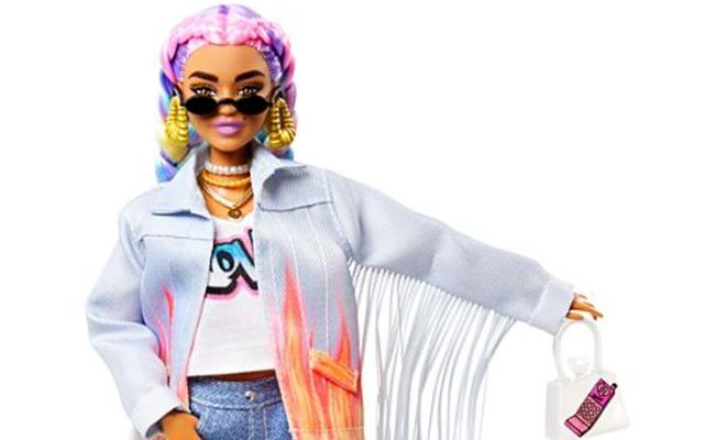 Le nouveau travail de Barbie est une influenceuse Instagram
