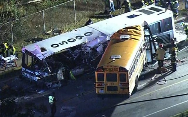 Seis muertos después de la escuela y el autobús de cercanías chocan en Baltimore