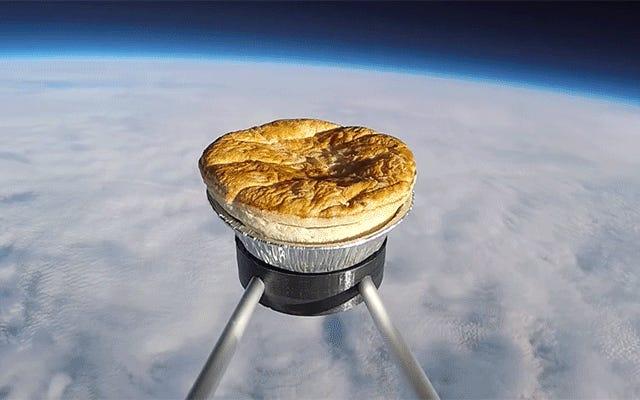 地球上の誰がミートパイを食べたいので、英国人はミートパイを宇宙に送ろうとします