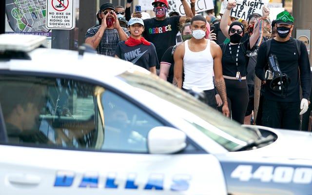 車は5月下旬から少なくとも66回BLM抗議者に侵入した