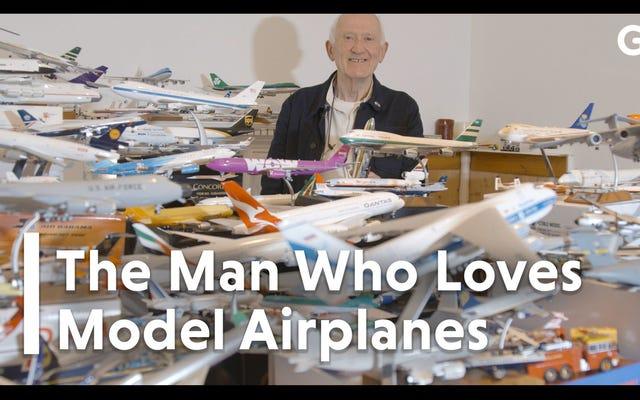 この男の記録破りの模型飛行機のコレクションに導かれた生涯にわたる飛行への愛情