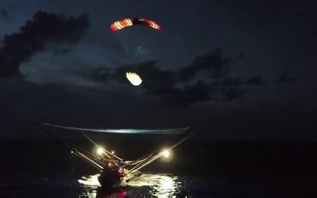 Cette vidéo de SpaceX récupérant le capot du Falcon 9 réduira votre fréquence cardiaque