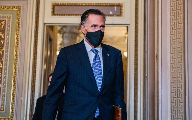 ミット・ロムニーが国会議事堂で緊密な電話をしたように見えます