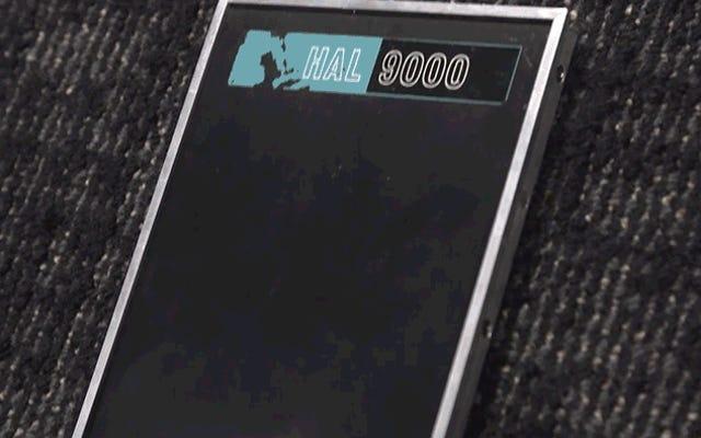 ピータージャクソンのアメージングプロップコレクションで、アダムサヴェッジオタクがオリジナルのHAL9000をご覧ください