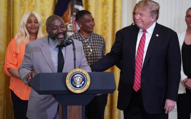 91 Phần trăm tù nhân được trả tự do theo Đạo luật Bước đầu là Người da đen. Chúng ta có nên cấp tín dụng cho đảng Cộng hòa không?