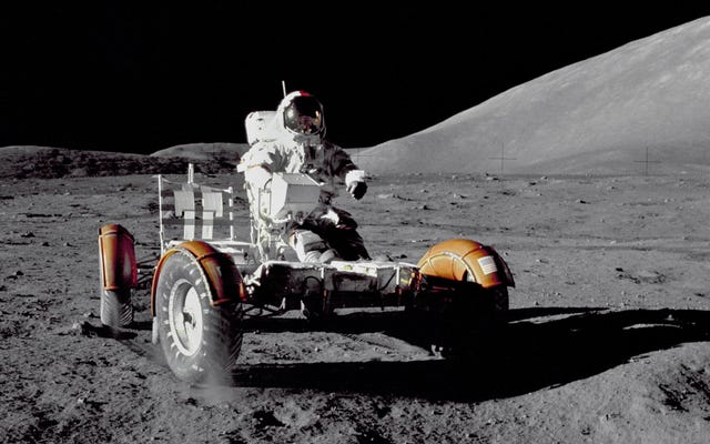 В один из лучших часов HBO Том Хэнкс вспомнил, когда мы в последний раз были на Луне.