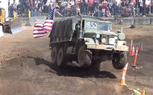 Un camion de l'armée américaine suit le cours de camion de tuff et rebondit directement vers les anges
