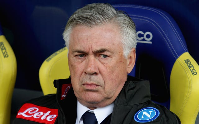 ナポリのマネージャーがチームの半完成ロッカールームの状態を爆破