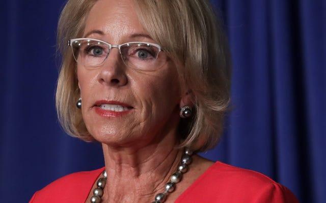 Betsy DeVos y la NCAA claramente no se preocupan por la agresión sexual en el campus