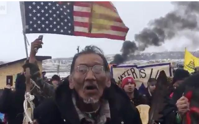 涙の道:軍事化された帝国主義勢力がスタンディングロックキャンプを占領