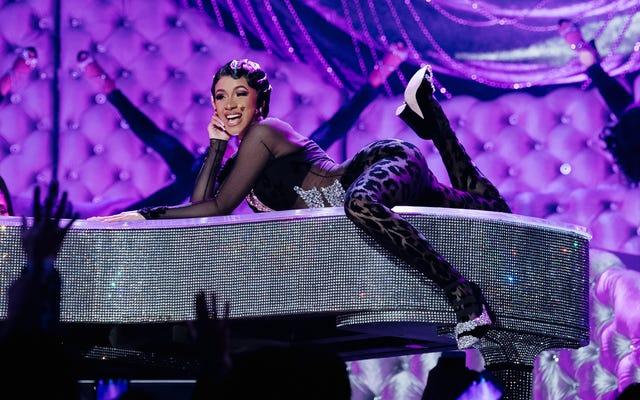 Cardi B mở màn cho Selena, phá vỡ kỷ lục đi học mọi thời gian của Garth Brooks tại RodeoHouston