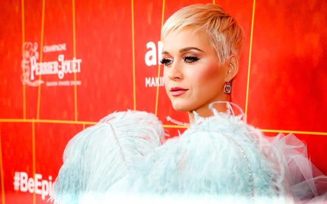 ケイティ・ペリーはアルバムのフロップにもかかわらず、音楽で最も高い給料の女性です