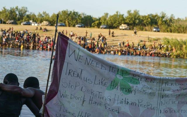 Agen Patroli Perbatasan Di Perbatasan AS Secara harfiah mencambuk Migran Haiti yang Mencari Suaka