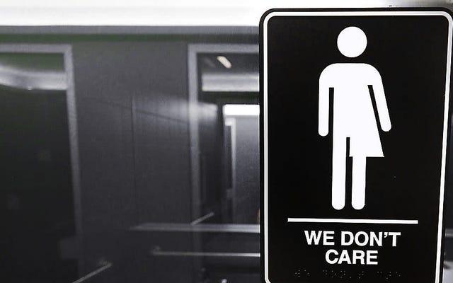 クリーブランドのレストランのオーナーは、ジェンダーニュートラルなトイレで酒類販売免許を失うことに直面したとされています