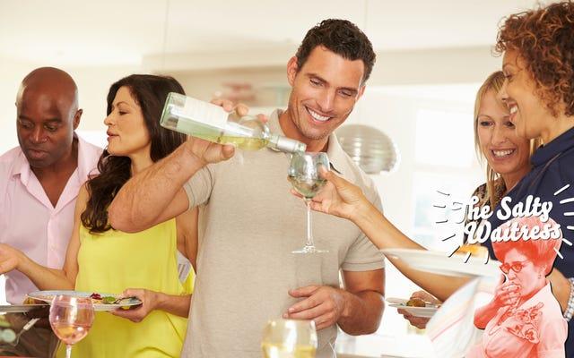 塩辛いウェイトレスに聞いてください:私はディナーパーティーに持ってきた未開封のワインを家に持ち帰りました