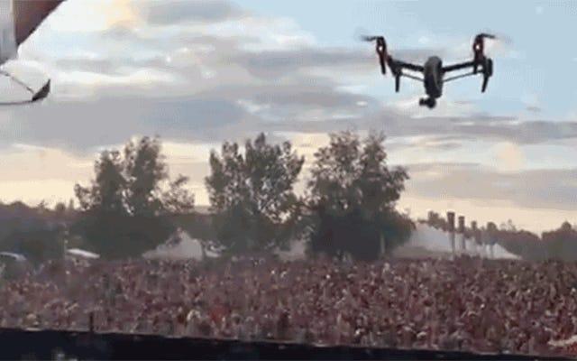 Lễ hội âm nhạc Confetti Cannons có thể là phòng thủ chắc chắn duy nhất của chúng tôi chống lại máy bay không người lái