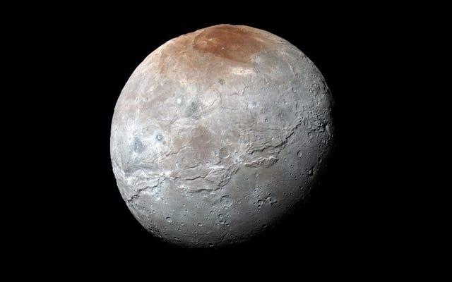 冥王星の衛星カロンには、ドロシーと呼ばれるクレーターがあり、他の新しい名前の機能もあります
