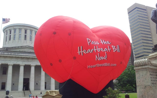 悪魔の寺院は、そのメンバーがオハイオ州のいやらしい「ハートビート」中絶法案から免除されていると宣言します