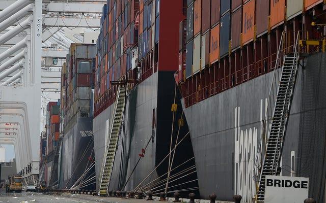 なぜこれらの巨大な貨物船は29の米国の港に閉じ込められているのですか?