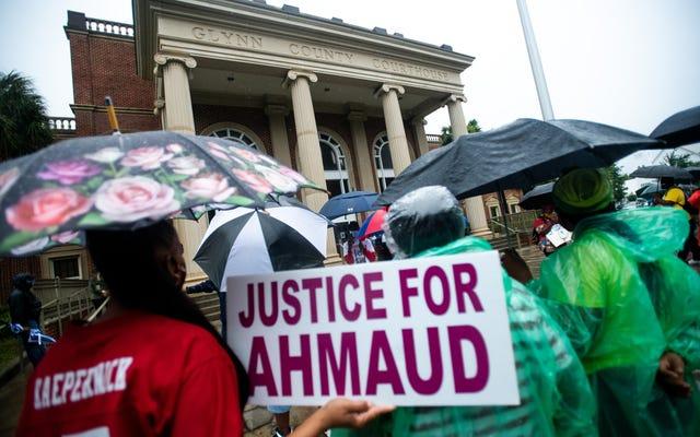 Một đại bồi thẩm đoàn đã buộc tội cả 3 người đàn ông liên quan đến cái chết của Ahmaud Arbery