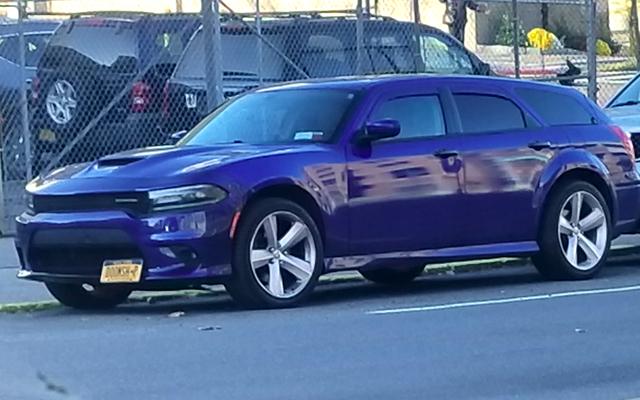 Cette Dodge Charger Wagon repérée dans la rue est tellement meilleure qu'elle n'a le droit de le faire